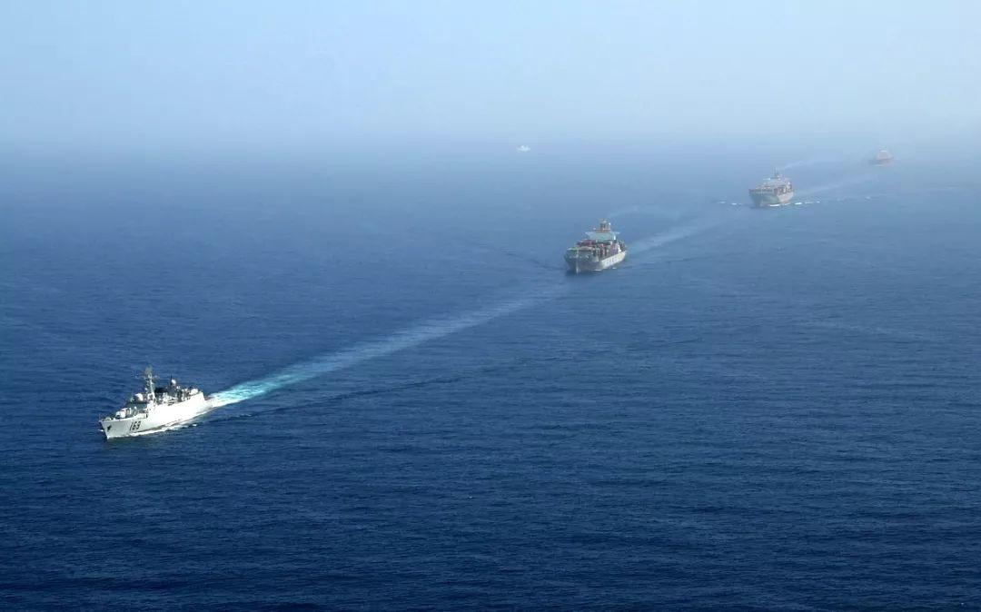 ▲当地时间2009年1月6日上午11时,中国海军护航舰艇编队抵达亚丁湾、索马里海域预定海区,并结构实走了首次护航。(新华社发)