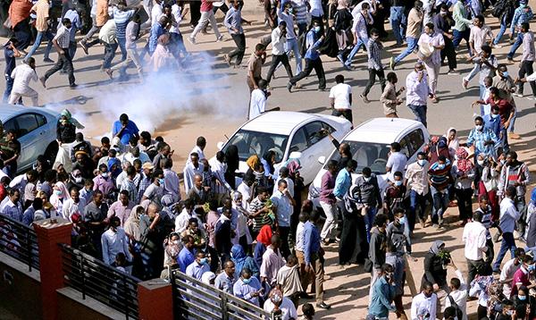 """""""一块面包""""引发大抗议 苏丹反政府游行再上演"""