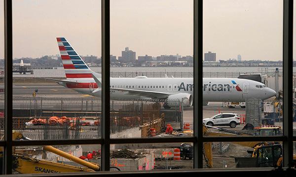 男子鞋内藏刀过机场安检被查获:取消当日乘机资格