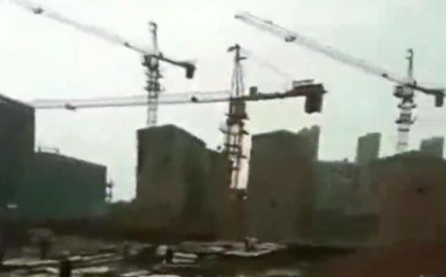 沅江一工地塔吊倒塌致2死 有关部门介入调查