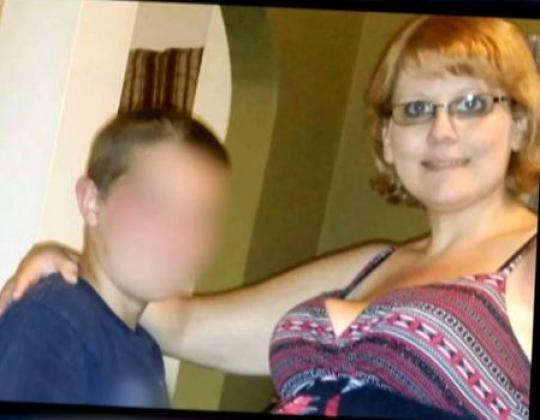 凯德罗维茨和母亲克里斯蒂娜·麦卡特尼(图源:福克斯59)