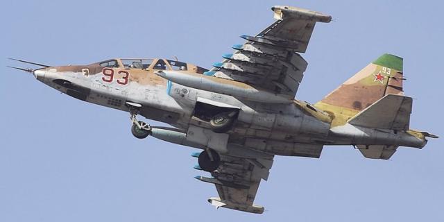 俄军一架苏-25战机坠毁,正在搜寻两名飞行员