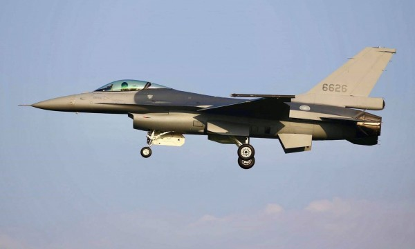 台空军正考虑向美采购66架F-16V战机以增强战力