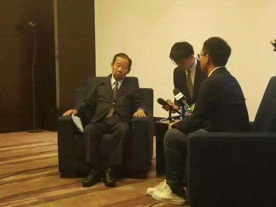2018年8月底,二阶俊博率团访华时,接受记者采访