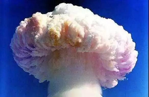"""△钱学森领导了用中近程导弹运载原子弹""""两弹结合""""试验。"""