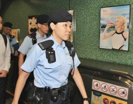 鸣枪的香港女警