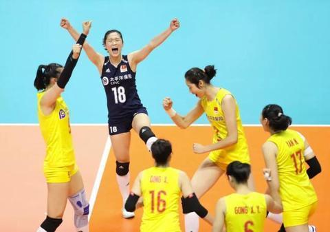 9月23日,中国队球员在比赛中庆祝得分。新华社记者 杜潇逸 摄