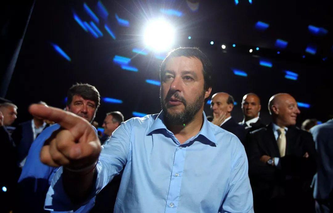 图为意大利内政部长、联盟党领导人萨尔维尼