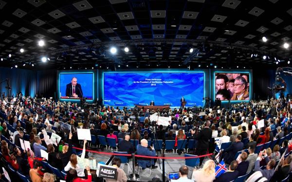12月20日,俄罗斯总统普京在首都莫斯科举走年度记者会。 新华社 图