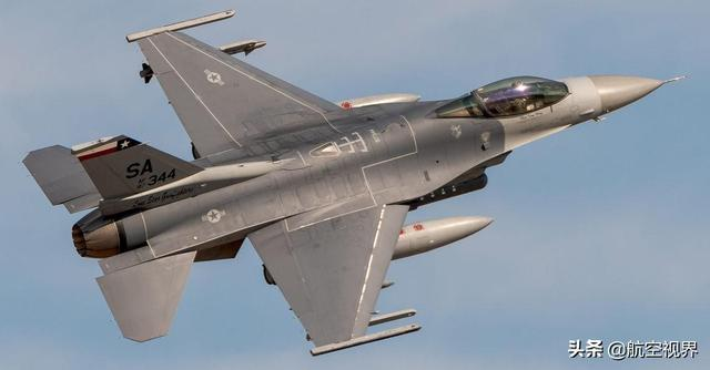 床上十八式��.�9b�9�yf_而yf-17后来就发展成了f/a-18a/b大黄蜂战斗机.