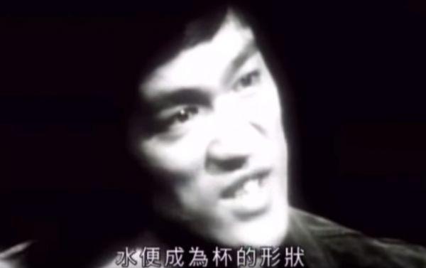 """李小龙在采访中谈论""""水的哲学"""""""