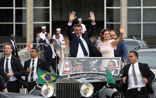 博索纳罗(Jair Bolsonaro)于当地时间2019年1月1日在首都巴西利亚宣誓就任。视觉中国 图