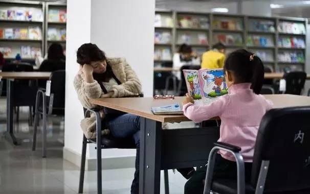 美国留学 丨 舍弃一切的陪读妈妈:到底是陪了孩子,还是赔了自己?