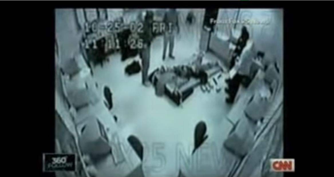 这段弟子被奴役在医用推车上授与电击的视频使JR中间遭受普及训斥(图片来源:CNN)