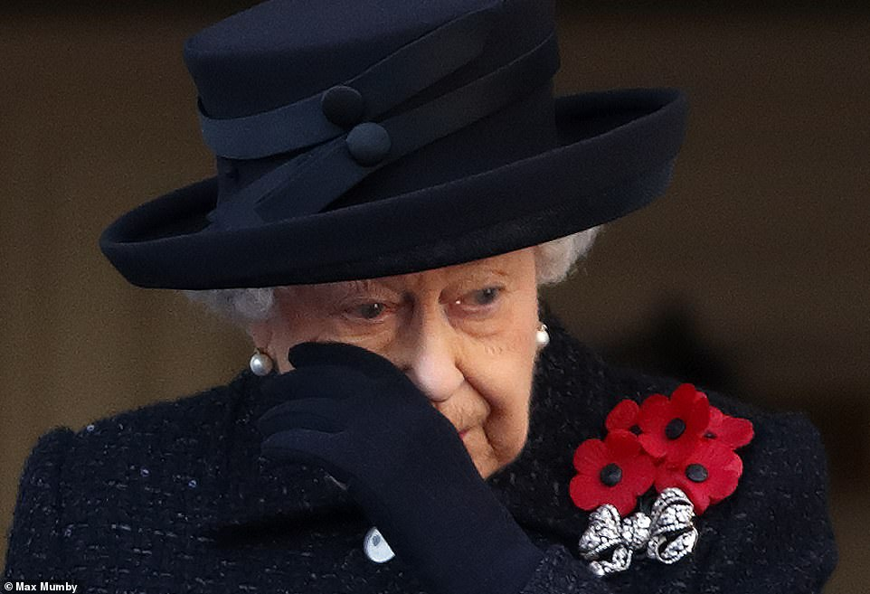英国举办一战纪念活动 93岁的女王现场潸然泪下