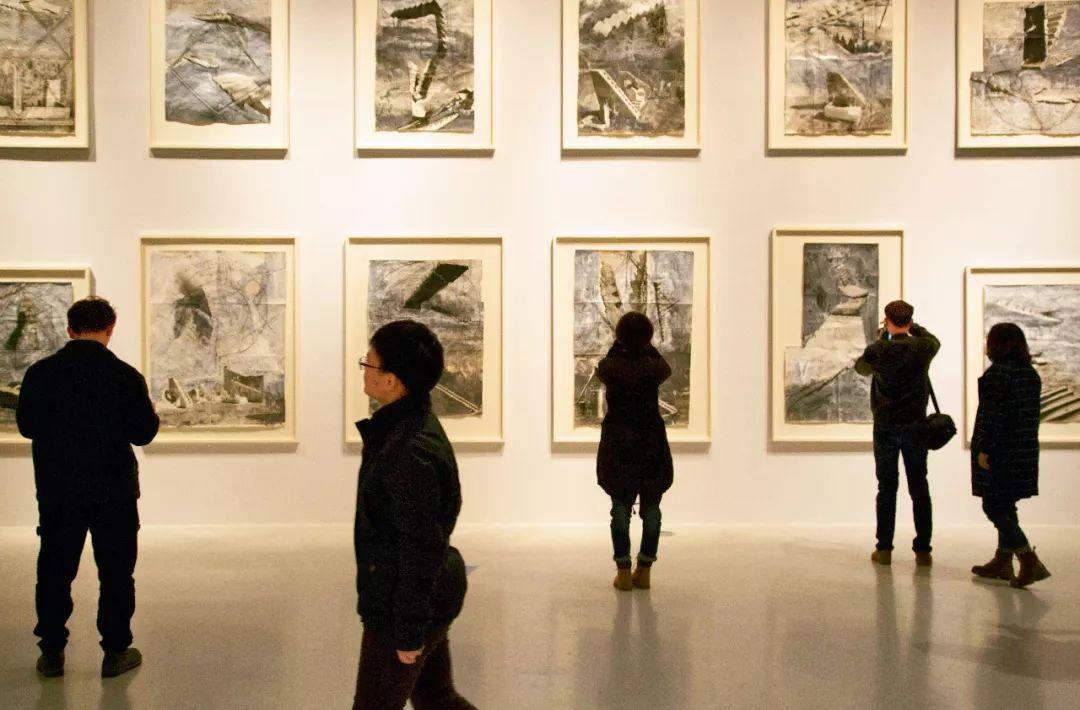 """2016年11月19日,""""基弗在中��""""北京展�[在中央美�g�W院美�g�^�e行。展�[介�B所有作品�碜缘��MAP收藏和科布��茨路德�S希博物�^的藏品。"""