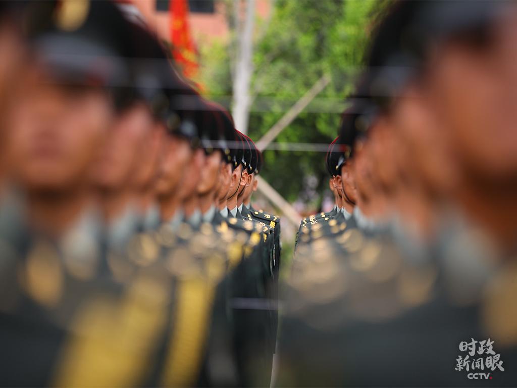 △这是正在训练中的陆军方队。(央视记者张伟拍摄)