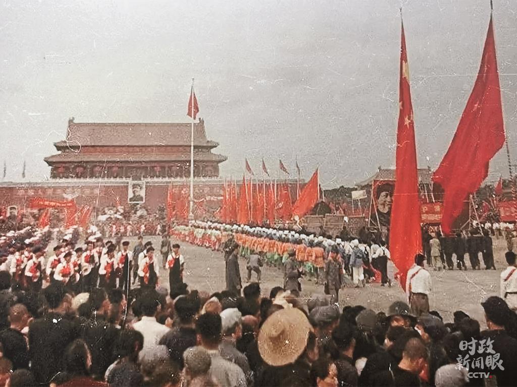△1949年开国大典群众庆祝活动。