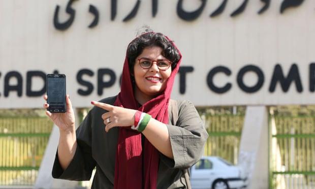 伊朗体育记者拉哈·普尔巴什(图源:法新社)