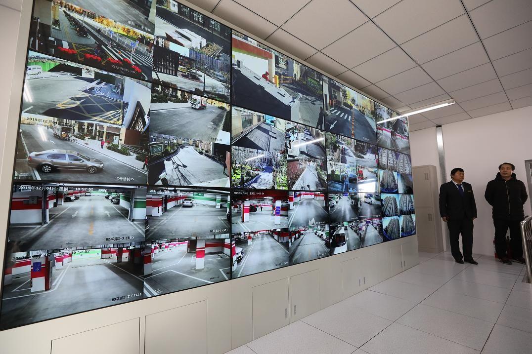 安新路6号院小区中控室,360度监控无死角。摄影/新京报记者 王飞