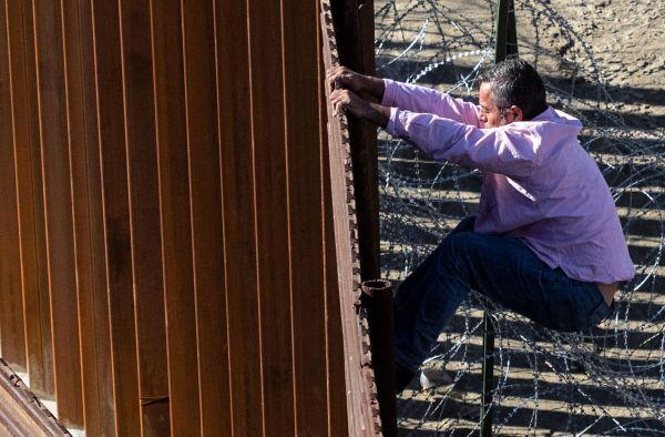 特朗普威胁完全关闭美墨边境 为争筑墙费加大施压