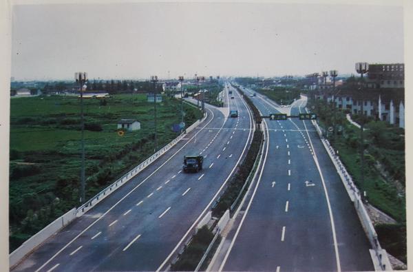 沪嘉高速公路老照片。