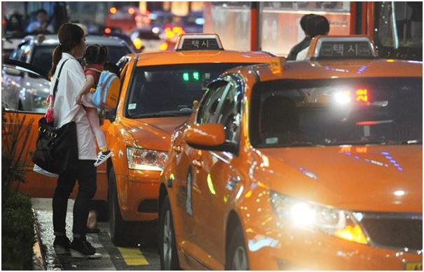韩国街头的出租车(图/《韩国日报》)