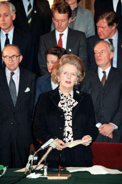1984年12月19日拍摄的英国首相玛格丽特·撒切尔夫人在签定中英说相符声明后发外说话的原料照片。(新华社)