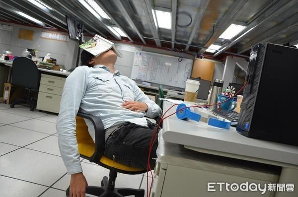 """据调查,台湾高达806万上班族对现在薪资不满意。(图片来源:台湾""""东森新闻云"""")"""
