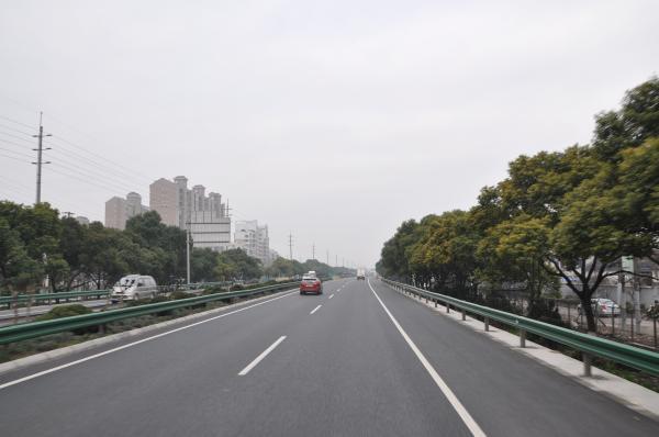 大修后的S5沪嘉高速。