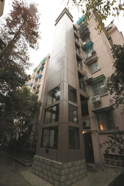 武林花园第一部添装电梯,老蔡是行家公认的最大功臣。本文图片均来自都市快报