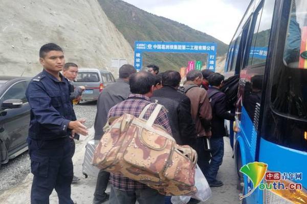 巴塘群众有序疏散中。甘孜州委宣传部供图