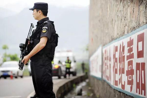 ▲原料图片:2017年6月,别名缉毒警务人员在对车辆进走常态毒品查缉检查。