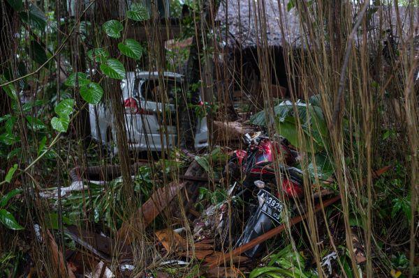 12月23日,在印度尼西亚万丹省板底兰,海啸事后一片狼藉。新华社发