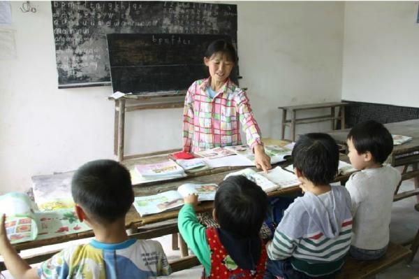 杜秀兰给学生们上课。受访者供图