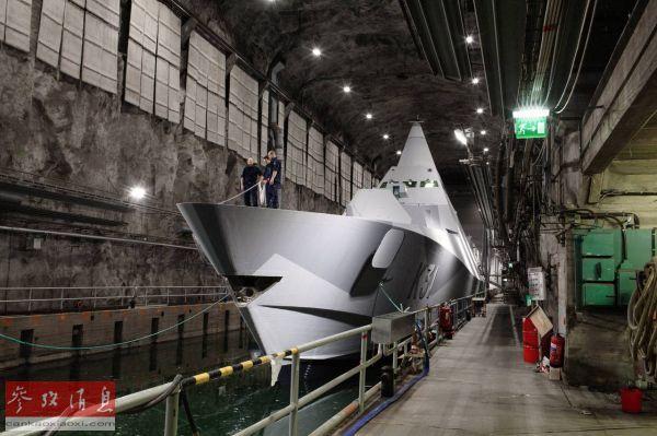 资料图片:停泊在穆斯克地下船坞内的瑞典维斯比级隐身护卫舰。(瑞典国防部官网)