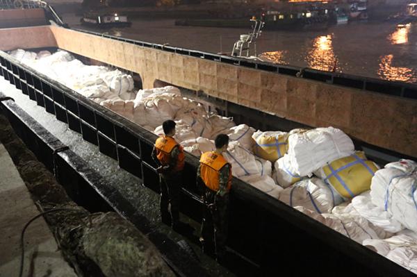 上海海警查获涉嫌走私白糖800余吨
