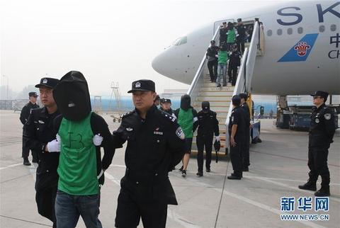 台籍嫌犯被遣返大陆。(图:新华网)