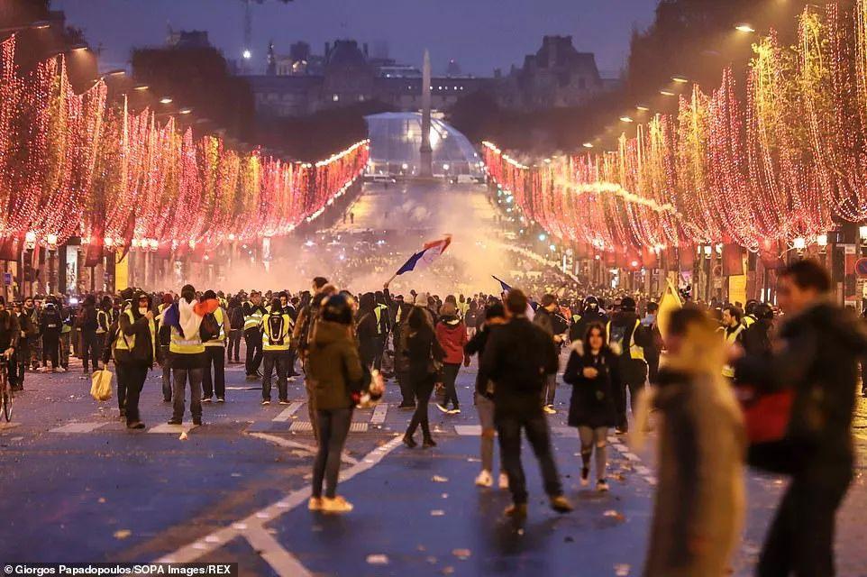 抗议者12月8日荟萃在凯旋门 SOPA网站