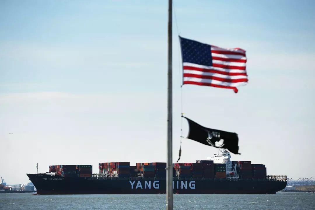 ▲原料图片:2018年4月9日,美国纽约,一艘货船正在入港。(视觉中国)
