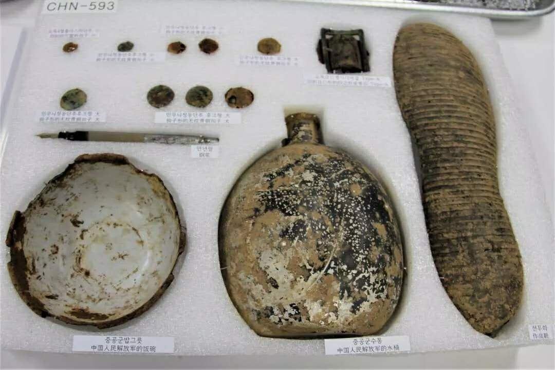 4月1日,中韩双方举行第六批在韩中国志愿军烈士遗骸及遗物装殓仪式,图为归国烈士遗物。图源:解放军报