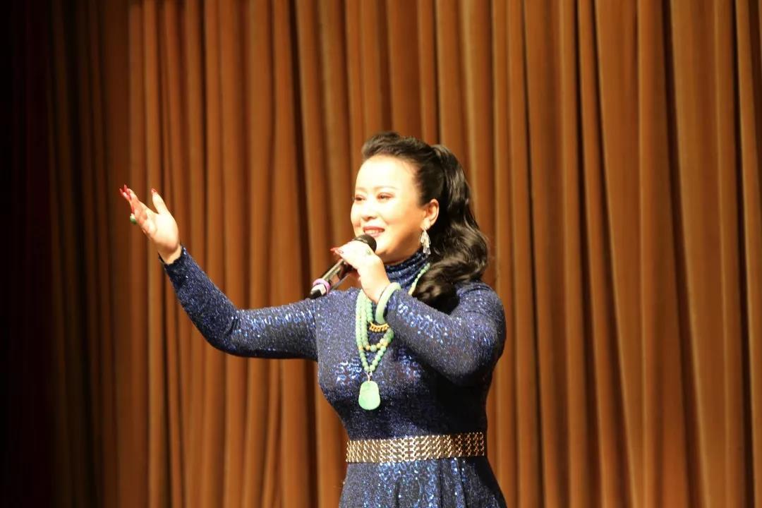 民革党员、京剧名家王奕謌献唱京歌《故乡是北京》