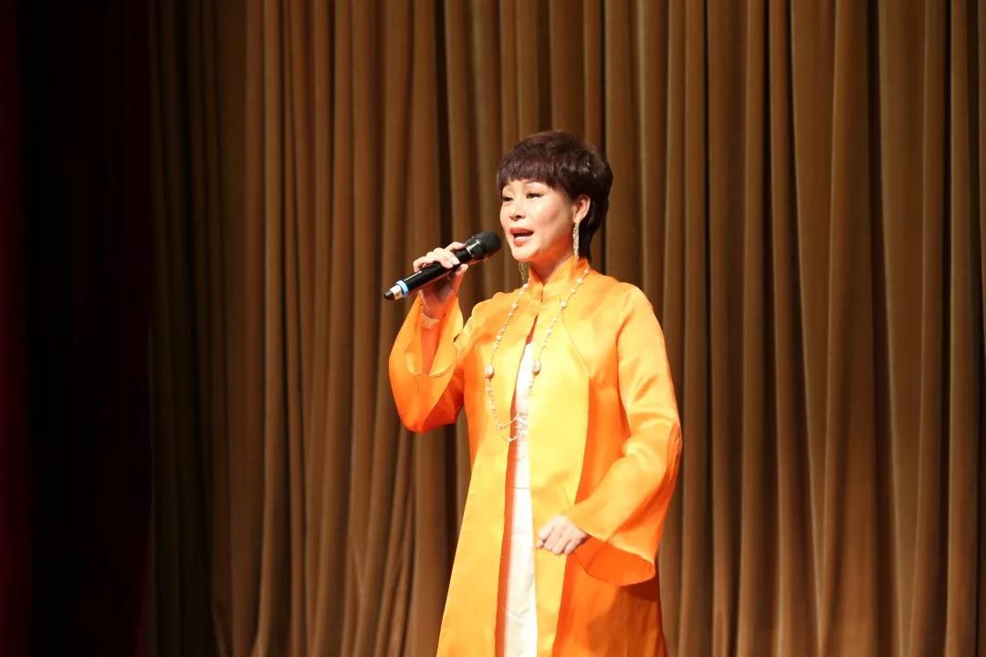 北京歌剧舞剧院女高音张爱演唱 《我爱你中国》