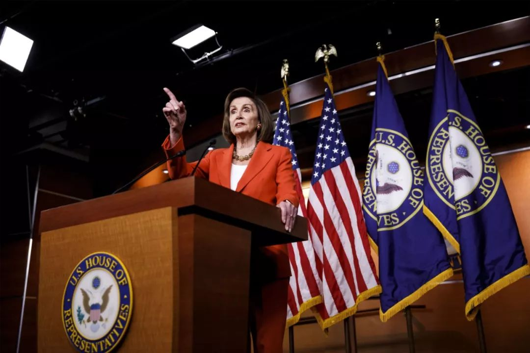 10月31日,在美国华盛顿,美国国会众议长佩洛西在众议院针对总统特朗普进行弹劾调查程序的决议案投票前举行记者会。新华社发(沈霆摄)