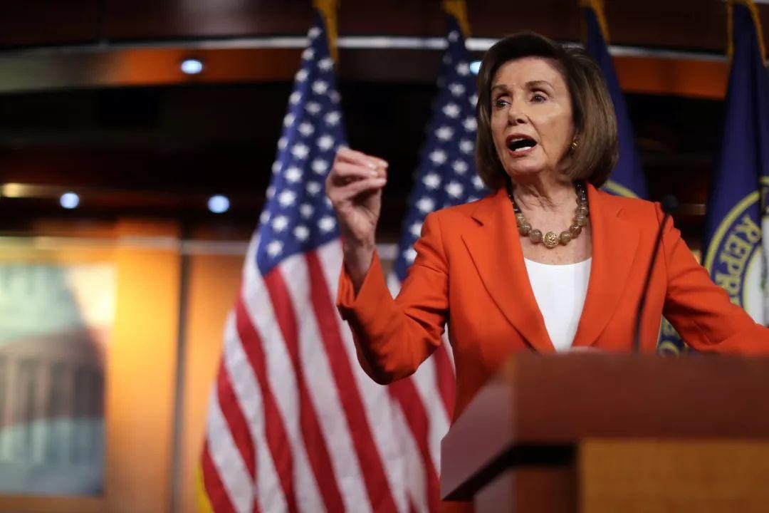 △当地时间10月31日,美众议长佩洛西在众议院就特朗普的弹劾调查程序投票之前召开新闻发布会。