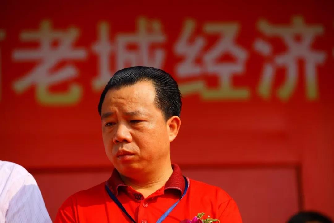 2011年,时任海南澄迈县委书记的杨思涛(图片来源:视觉中国)