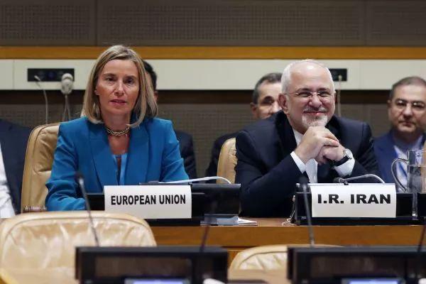 ▲资料图片:9月24日,欧盟外交和安全政策高级代表莫盖里尼(前排左)在纽约联合国总部说,欧盟将成立法人实体以绕过美国制裁,继续与伊朗进行合法贸易活动。新华社记者 李木子 摄