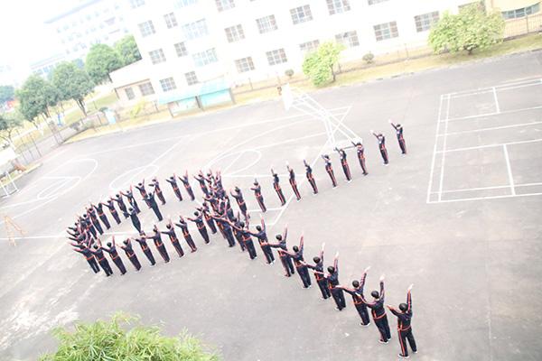 广西女子戒毒所艾滋病荟萃管理大队的戒毒人员出操。 本文图均为 广西戒毒管理局 图