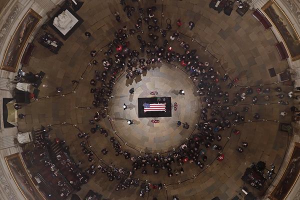 当地时间2018年12月4日,美国华盛顿,老布什总统追悼仪式不息进走。 视觉中国 图
