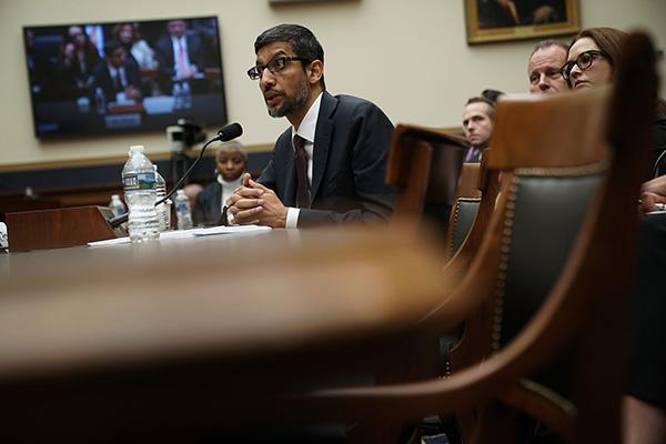 当地时间2018年12月11日,美国华盛顿,谷歌CEO桑达尔·皮查伊出席多议院司法委员会举走的听证会。视觉中国 图